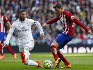 Sergio Ramos y Fernando Torres en el Real Madrid - Atlético Madrid