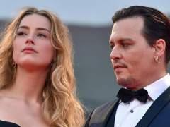 El juez concede a Amber Heard una orden de alejamiento contra Johnny Depp