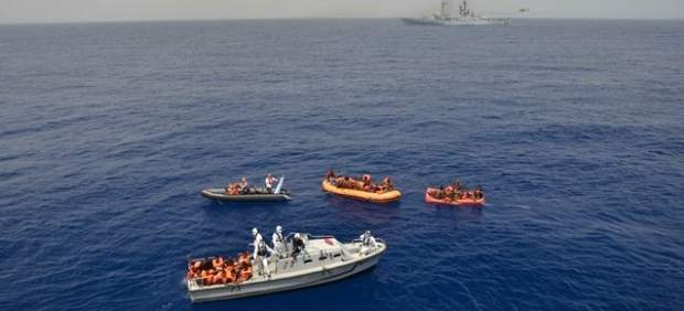 Italia rescata a 135 inmigrantes y recupera 45 cadáveres en un naufragio en el Mediterráneo