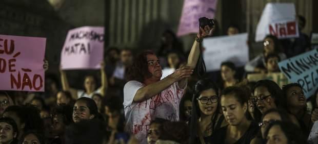 """""""No duele el útero, sino el alma"""", confiesa en Facebook la joven violada en Brasil"""