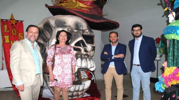 Diputados del PP visitan el Museo del Carnaval de Badajoz
