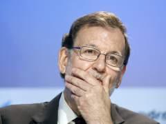 Rajoy carga contra Colau y Carmena y dice que prefiere pactar con el PSOE