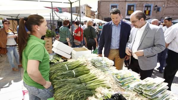 Lambán visita la I Feria de la Cereza y el Ajo Verde de Ricla.