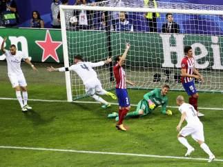 Ramos anota para el Madrid