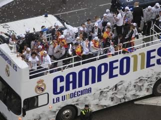 Autobús descapotable y lluvia