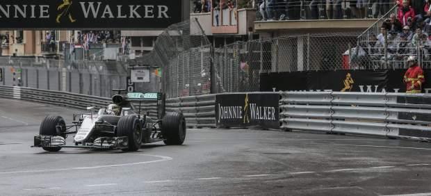 Hamilton gana en Mónaco y Fernando Alonso acaba quinto tras una gran carrera