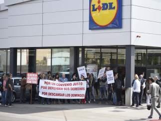Protesta en el Lidl de Primero de Mayo