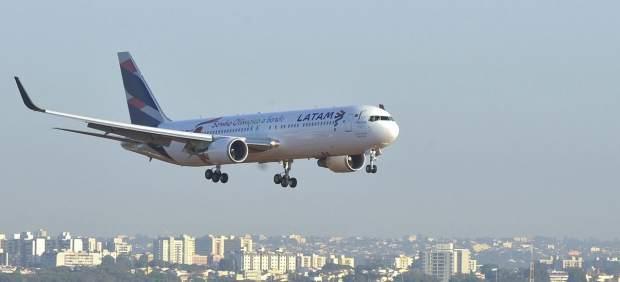 La aerolínea Latam se suma a Lufthansa y suspende sus vuelos a Venezuela
