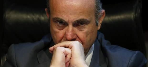 Guindos asegura que España puede cumplir el déficit pese a que Rajoy insiste en bajar el IRPF