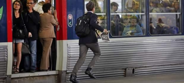 Francia se enfrenta a huelgas en los transportes contra la reforma laboral en el mes de la Eurocopa