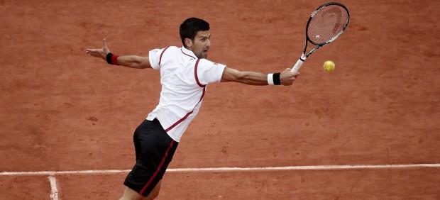 Djokovic para en seco a Bautista en Roland Garros