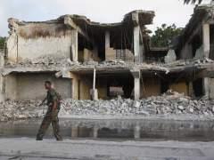 Al menos 45 muertos en un doble atentado con coche bomba en Mogadiscio