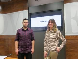 Rubén Rosón, concejal de Economía, y María Cañal, bloguera