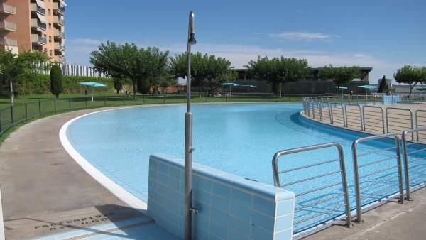 La temporada de piscinas de verano municipales comienza for Piscina miralbueno