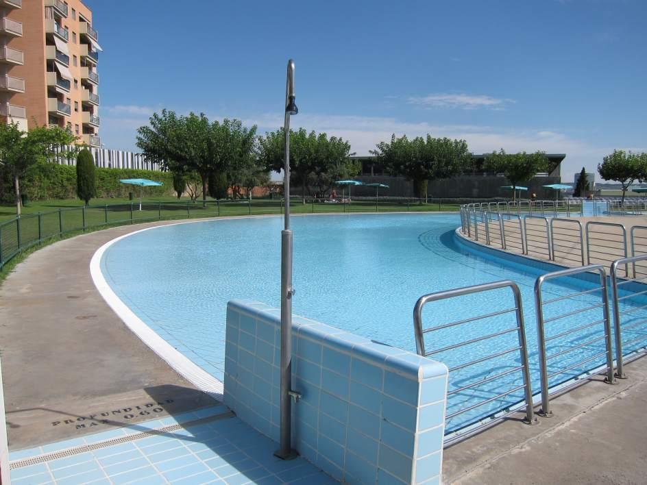 La temporada de piscinas de verano municipales comienza for Piscinas cubiertas municipales zaragoza