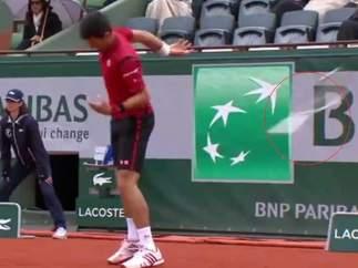 Djokovic tira la raqueta