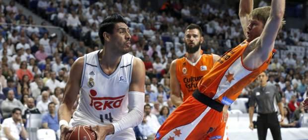 Un grandioso último cuarto da al Madrid el primer partido de la semifinal ante el Valencia Basket
