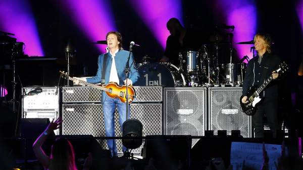 """""""¿Qué pasa, troncos?"""": Paul McCartney encandila Madrid con historias que forjaron la música"""