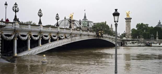 El Sena alcanza casi los seis metros de crecida, a sólo dos de la gran inundación de 1910