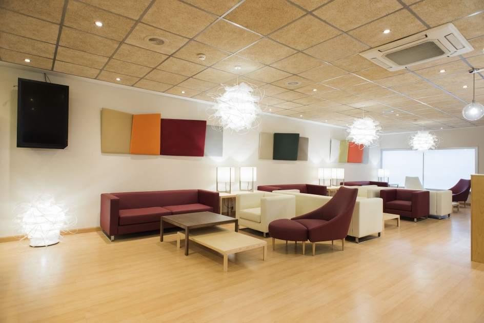 El aeropuerto de sevilla pone en servicio su nueva sala for Sala 0 teatro sevilla