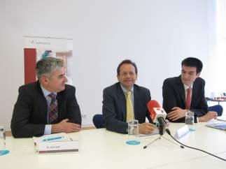 Valls, Daudén y Arias en rueda de prensa hoy tras asistir al Congreso