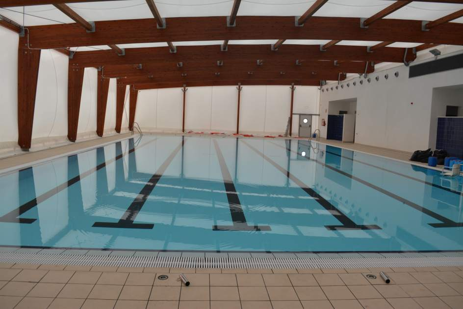 El ayuntamiento de bormujos clausura su piscina cubierta - Piscinas cubiertas sevilla ...