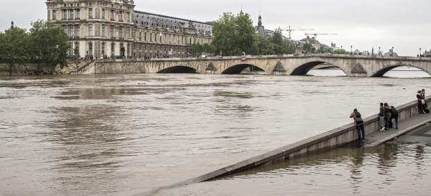 París asiste temerosa a la peor crecida del Sena en los últimos treinta años