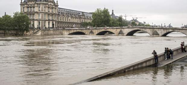 El nivel del río Sena en París comienza a bajar tras alcanzar un pico de 6,09 metros