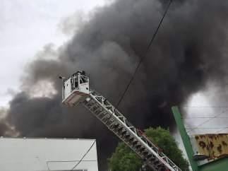 Incendio en un polígono en Alcalá