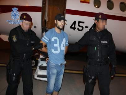 Sergio Morate llega escoltado por dos agentes de la Policía Nacional