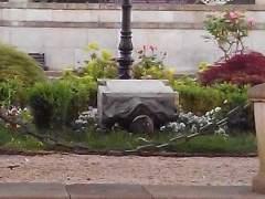 Busto de Manuel Fraga derribado en Vilalba