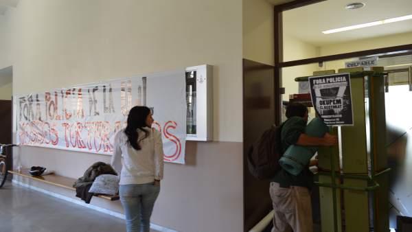 Estudiante encerrados en la UdL