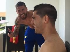Sergio Ramos le corta el pelo a Morata