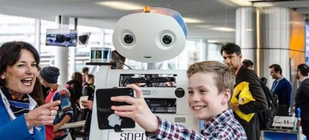El robot Spencer de KLM