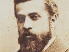 El arquitecto modernista catalán Antoni Gaudí retratado en su juventud.