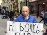 Activista con una máscara de Putin