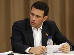 Prohíben la salida de Venezuela a Capriles y otros siete opositores