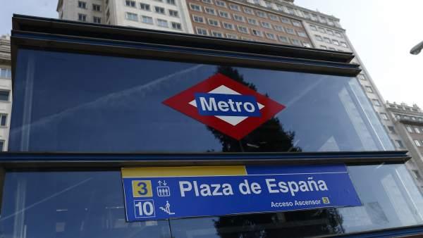 Edificio España, Metro Plaza España