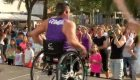 El primer profesor de zumba en silla de ruedas