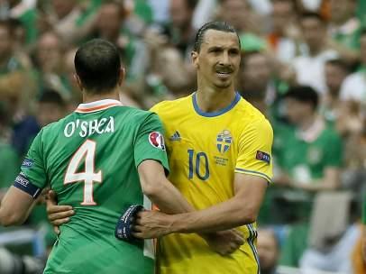 Ibrahimovic y O'Shea en el Suecia - Irlanda