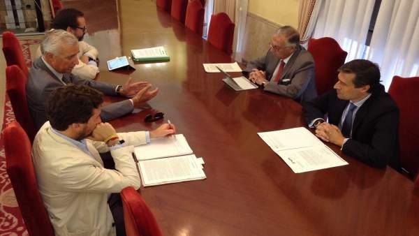 Perez Viguera con la Asociación de Hoteles