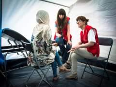 Cruz Roja atiende a una persona refugiada