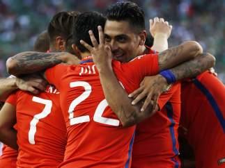 Chile golea