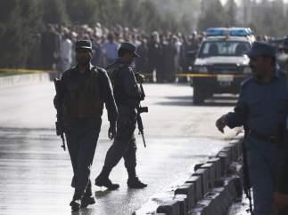 La policía de Afganistán acordona la zona tras el atentado de Kabul