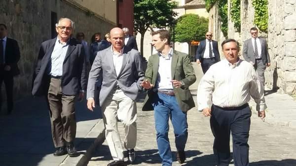 De Guinfos paseando por Ávila