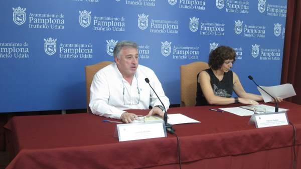 Joseba Asiron y Patricia Perales, en el Ayuntamiento de Pamplona.