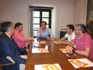 Ignacio Prendes con representantes de Guardia Civiles