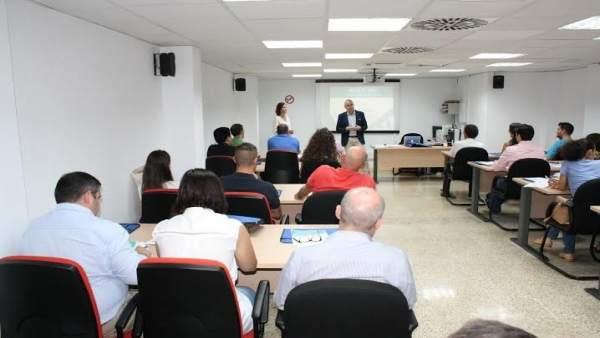 Carmona presenta el taller sobre comercio electrónico