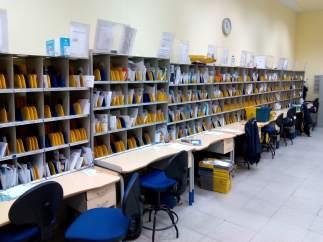Interior de una oficina de Correos en Córdoba