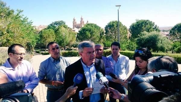 Fernández de Moya informa a los medios sobre el programa del PP.